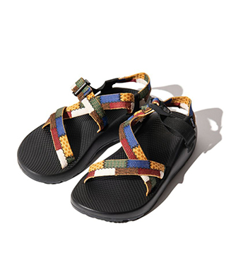 GB0219 / AC01 : Gaudy sandals by Chaco
