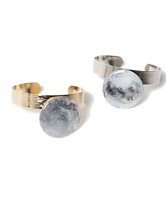 LY21SP / AC01 : Marble moon bangle